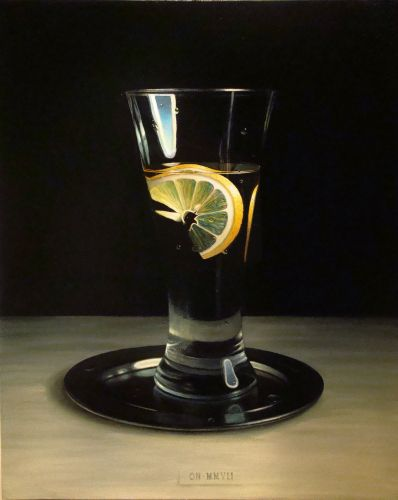 A glass of water with a lemon slice